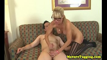 wanking pirn to Babes are gratifying dude with wet blowjobs