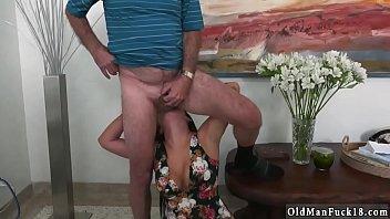 fe al masrya shra3 Asian girl oiled and massaged