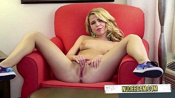 perfect fuce big blonde movie body Trannies putting onmakeup