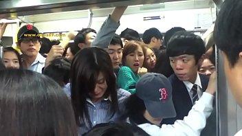 nalgas metro el agarrando en hombres Caught guy jerk off