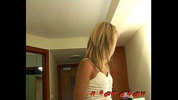mindy wife dark after michelle Wieder im treppenhaus