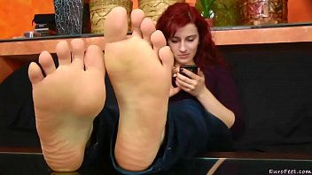 feet sniff forced slave6 Ngentot pakai cam