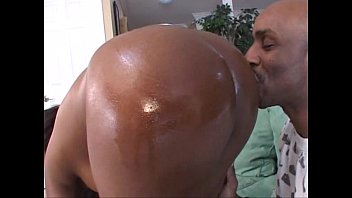 ass has oiled vanessa perfect her up lunas Young oa first